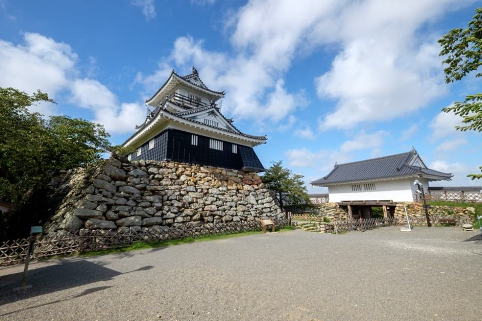 浜松城 [2/3] 巨石が配された天...