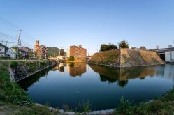三原城(広島県)。新幹線の駅が天守台・本丸を貫いている城。完全に壊されなかったことに感謝した瞬間。